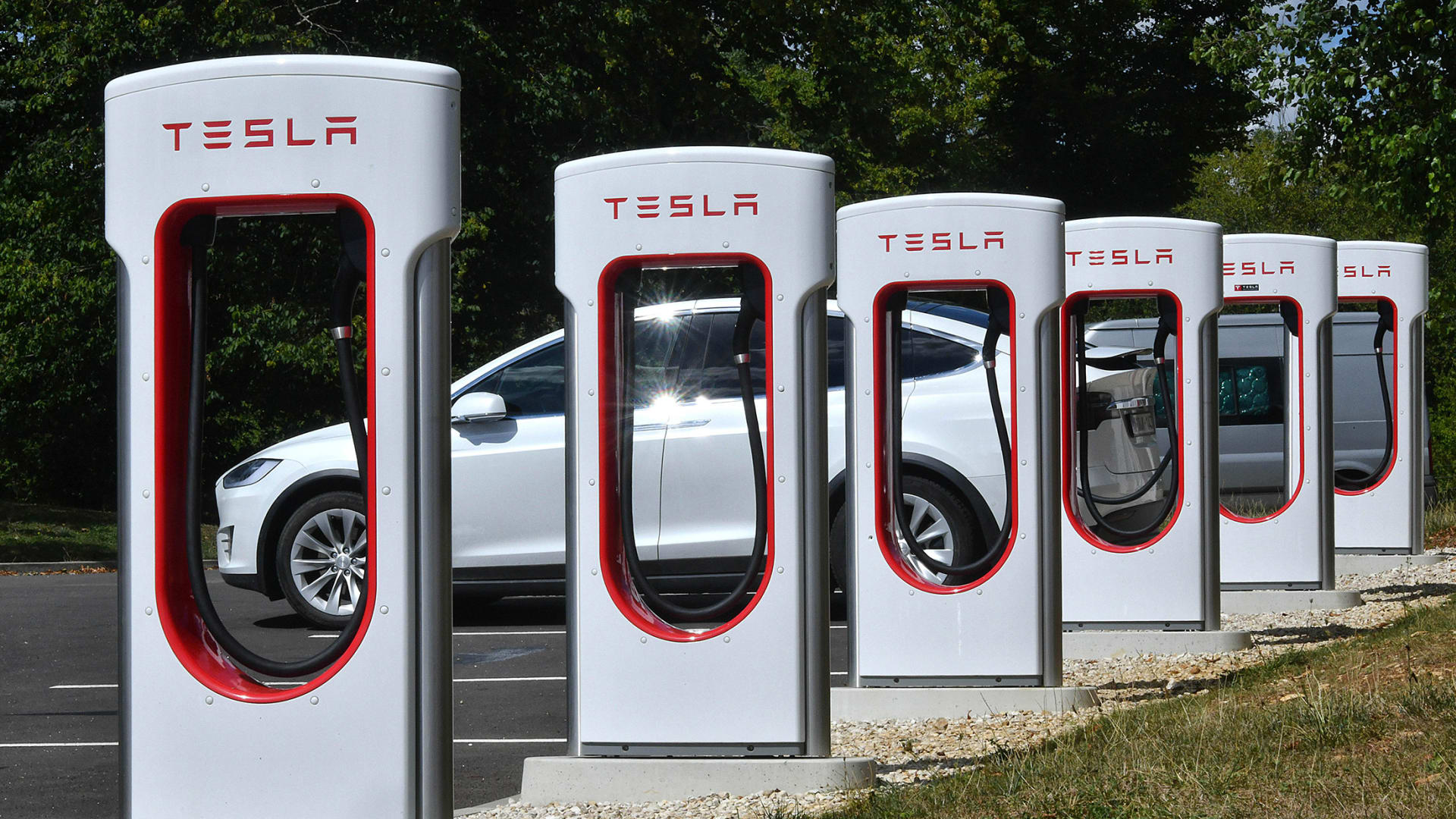 Elon Musk Says Tesla Will Open Charging Stations to Other Car Makers