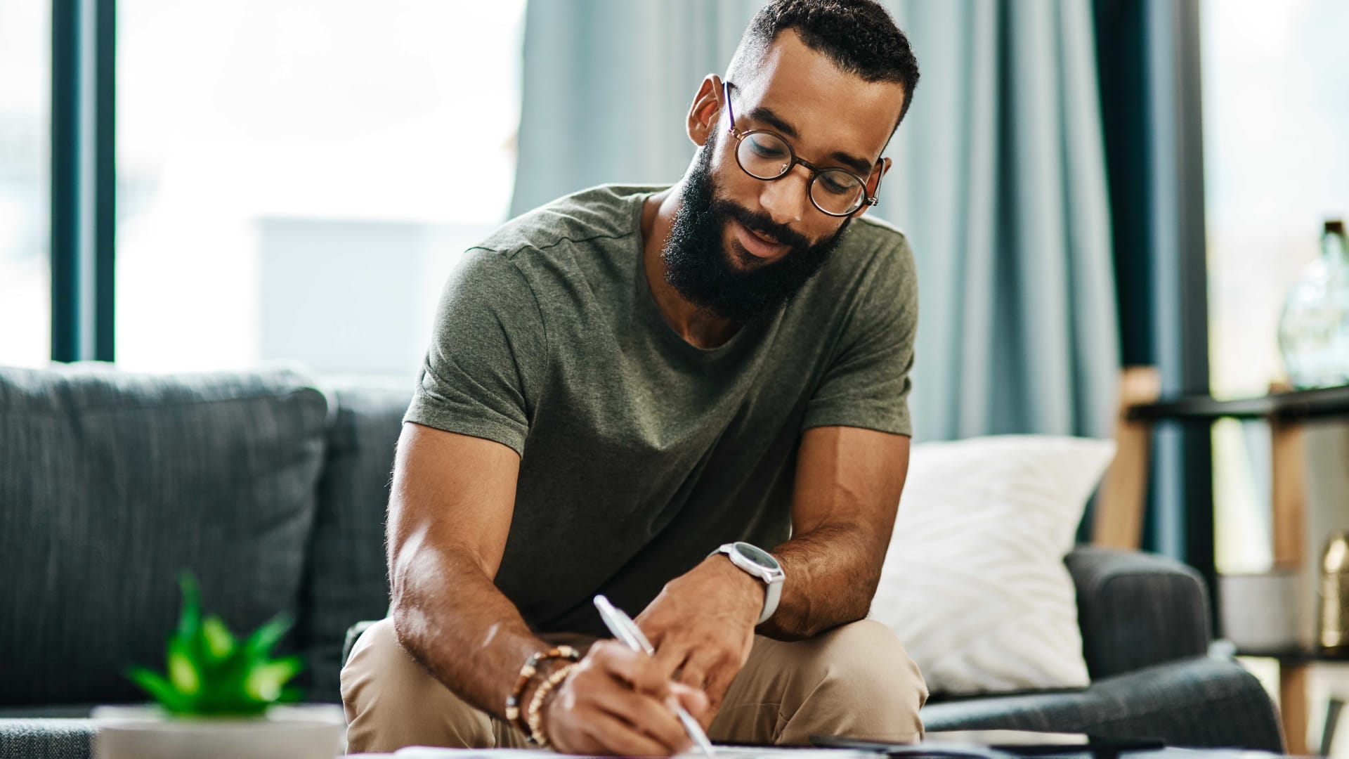 Why Handwritten Notes Matter Now More than Ever