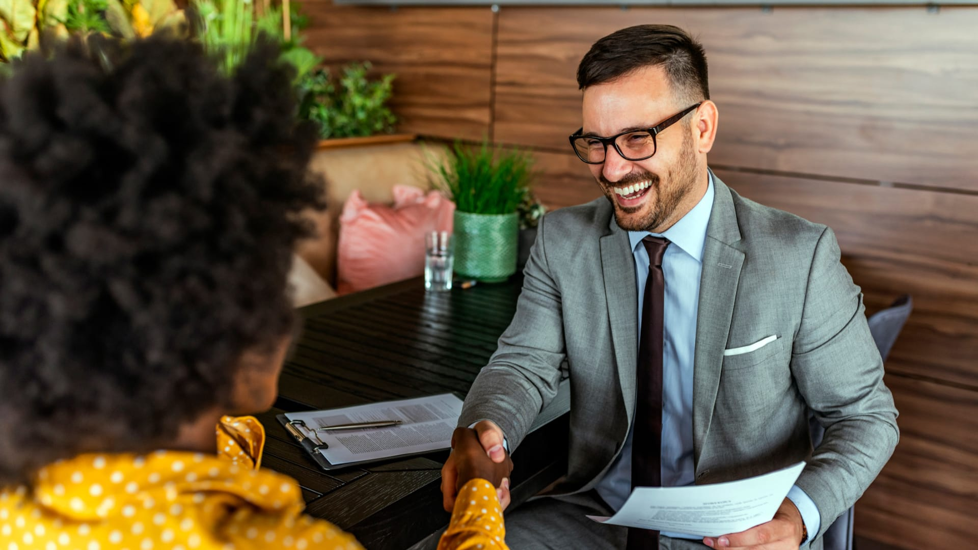 Confidence Often Wins Over Competence in Job Interviews, New Stanford Study Shows