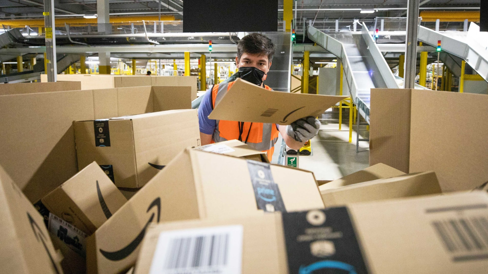 A New Coalition of Small-Business Groups Is Urging Congress to Break Up Amazon