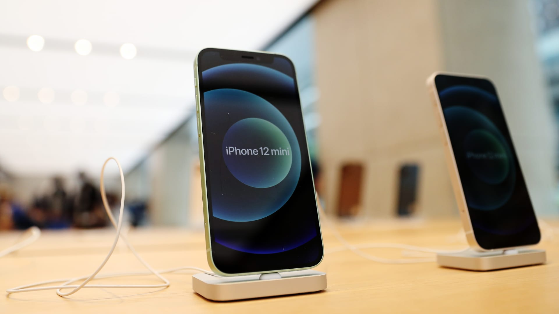 The Real Reason Apple Doesn't Plan to Release a New iPhone Mini