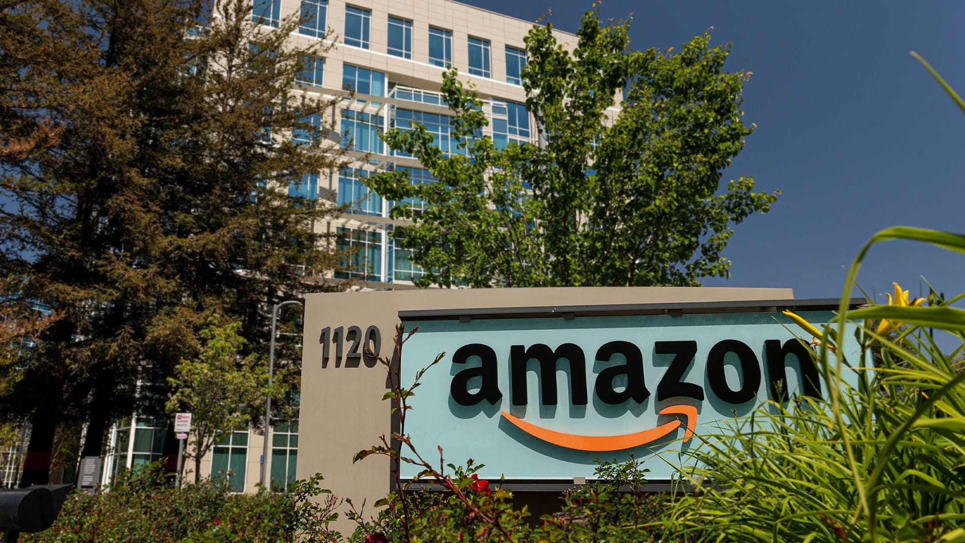 Amazon Takes the Human Out of HR and It Doesn't Go Well