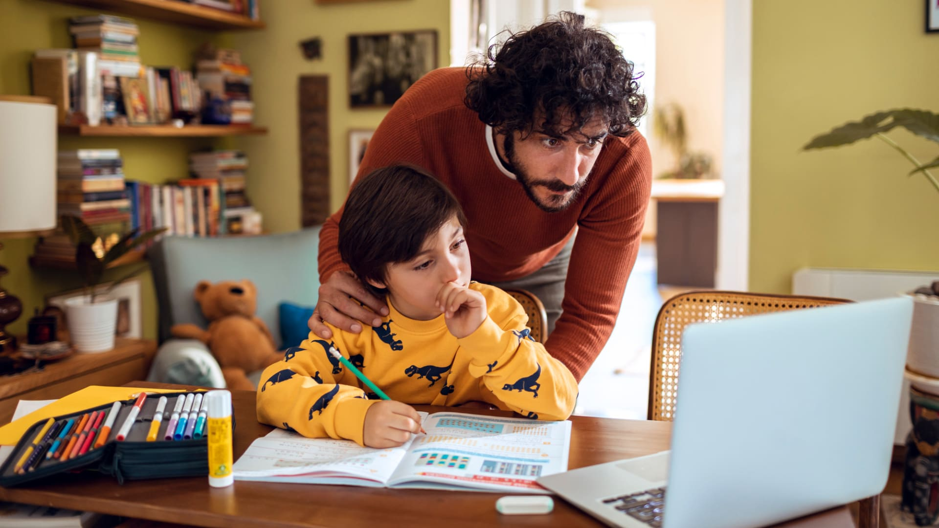 4 Employee Benefit Ideas to Help Parents This School Year
