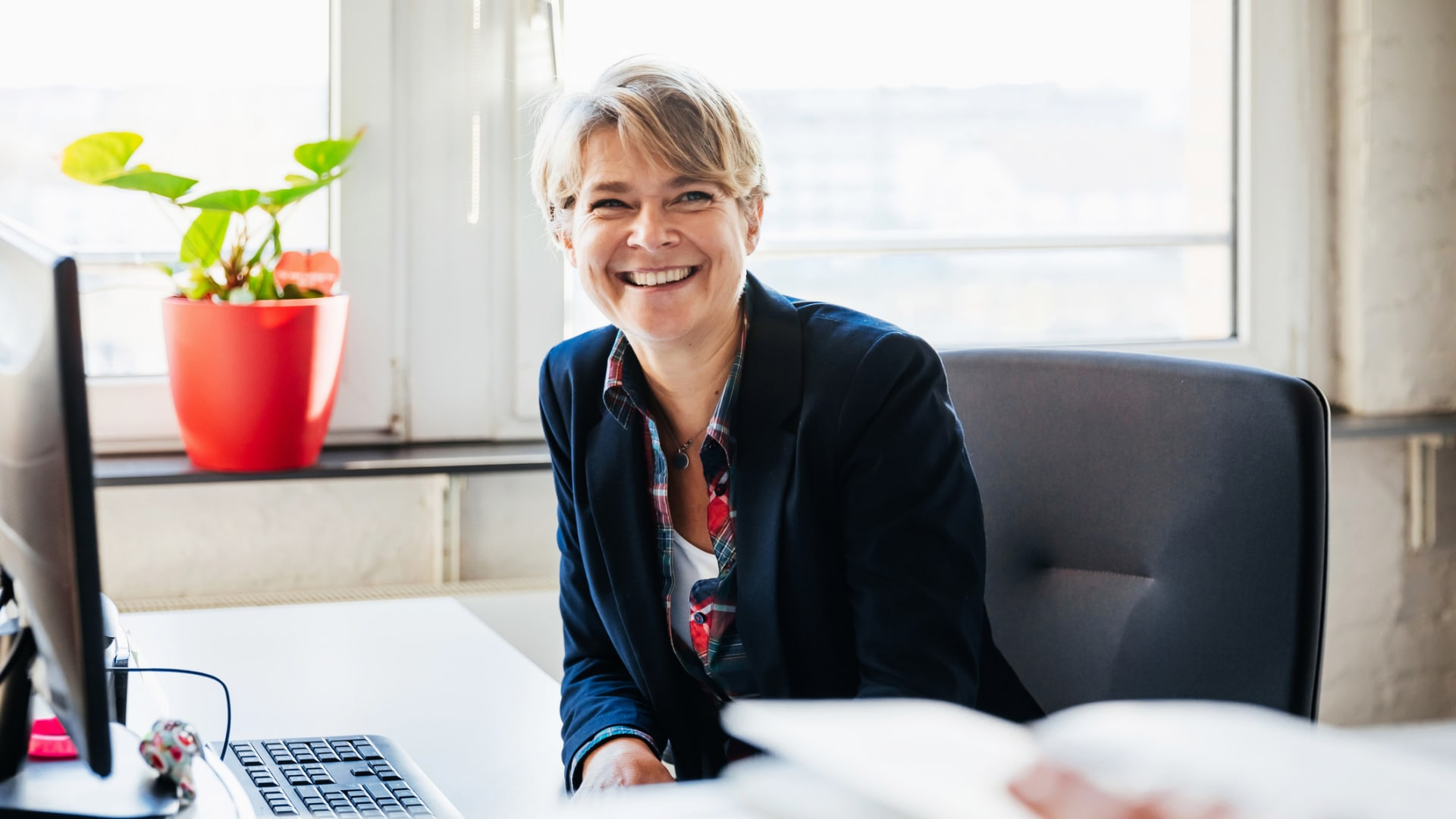 How to Be a Better Boss According to a Pair of Stanford Biz School Professors: Laugh More