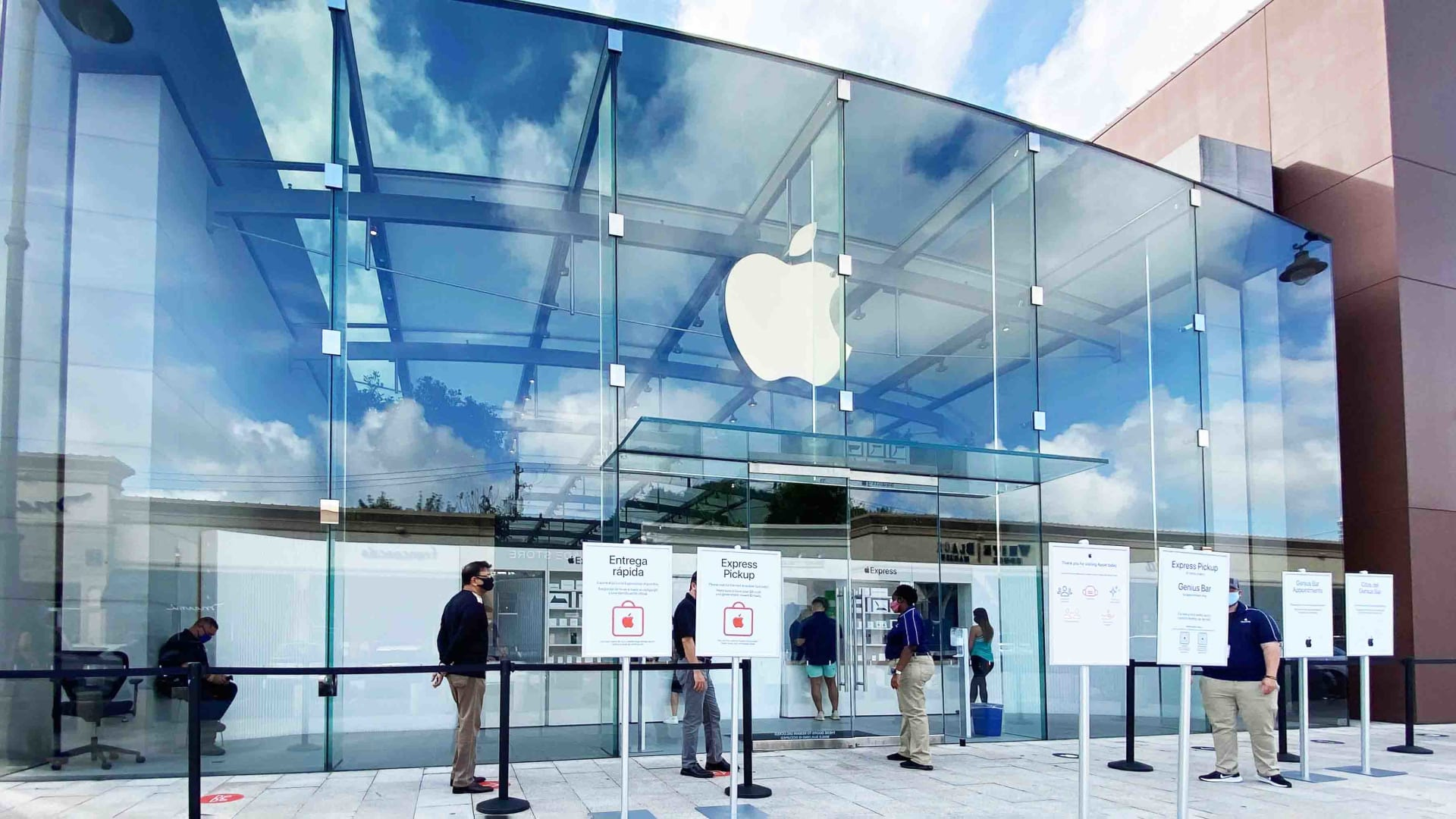 Apple Store at the the Highland Village Shopping Center in Houston