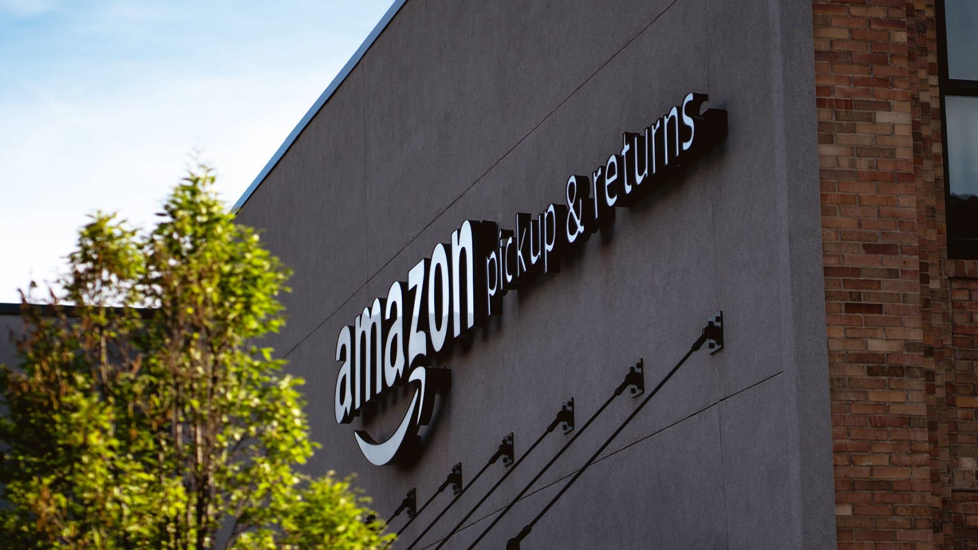 4 Customer Service Secrets You Should Steal From Amazon