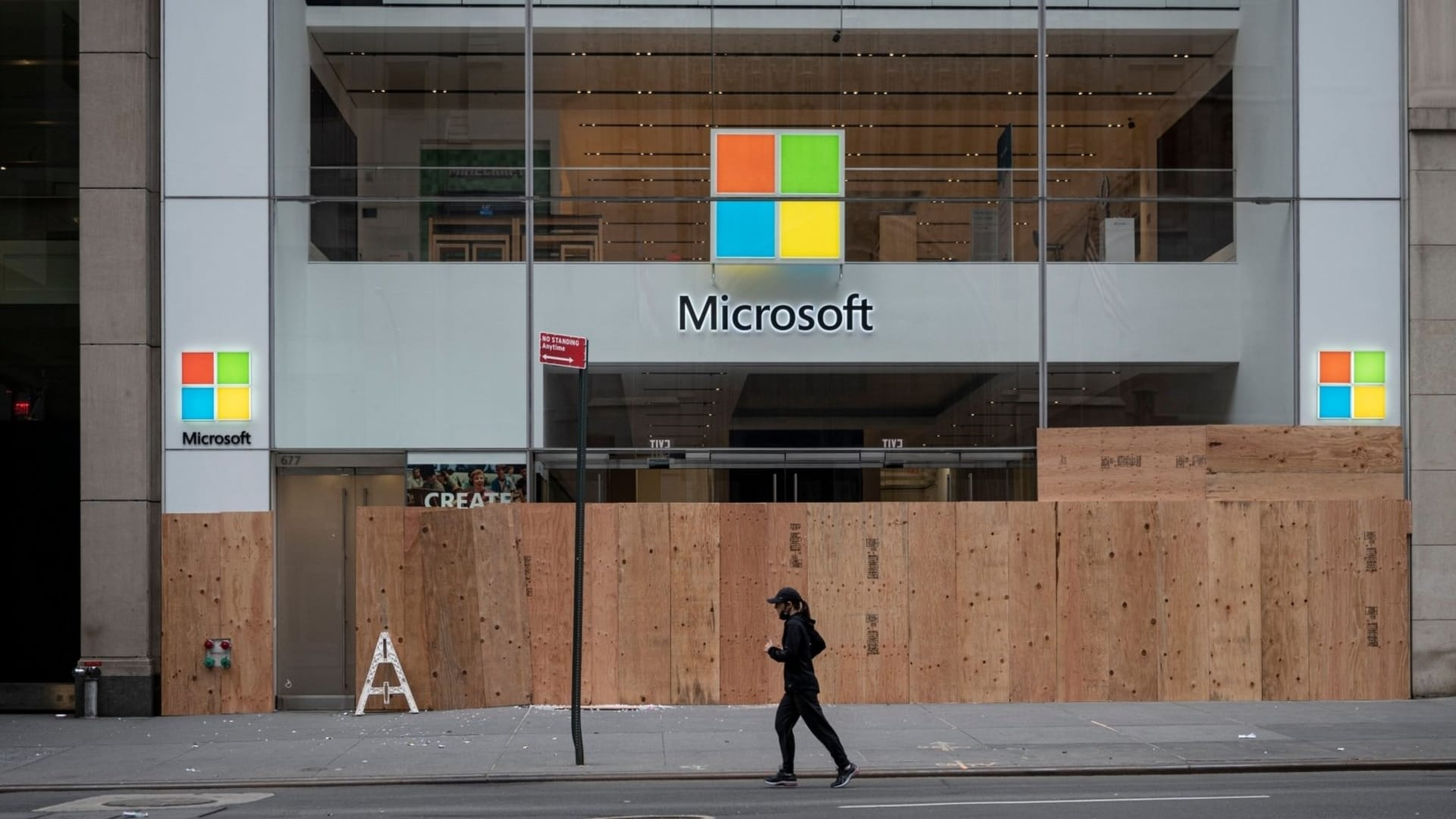 Microsoft Copied Apple's Successful Retail Plan. Now It's Shutting the Whole Thing Down