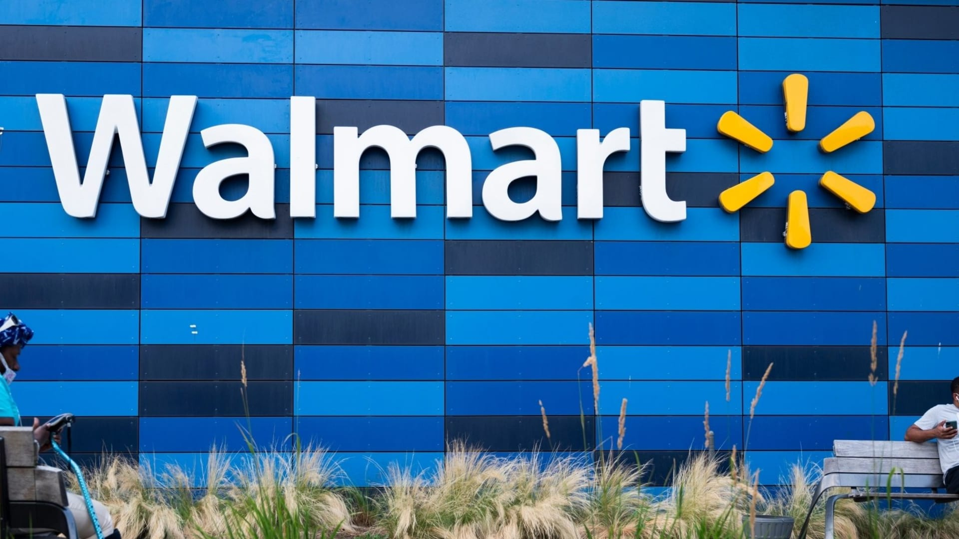 Walmart Made a Really Big Announcement. Here's How Customers and Employees Are Reacting