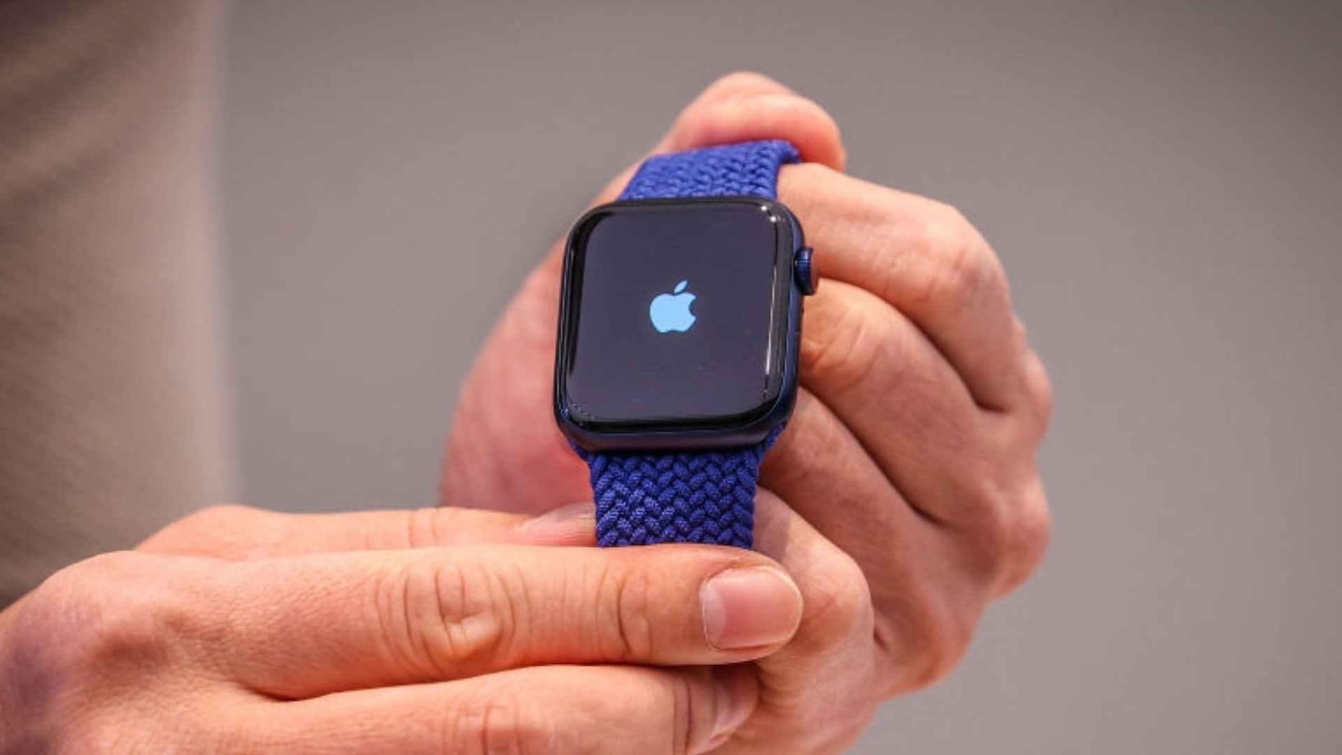 7 Unexpected Reasons the Apple Watch Is the Perfect Device for 2021