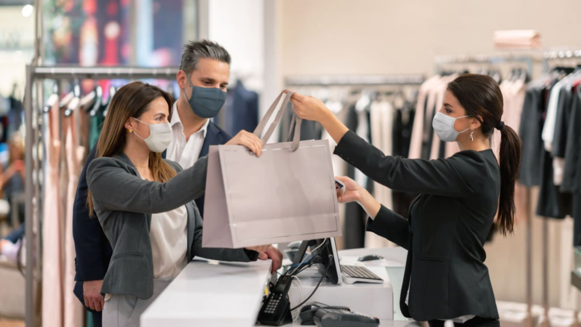 4 Ways to Maintain a Cleaner Shopping Environment