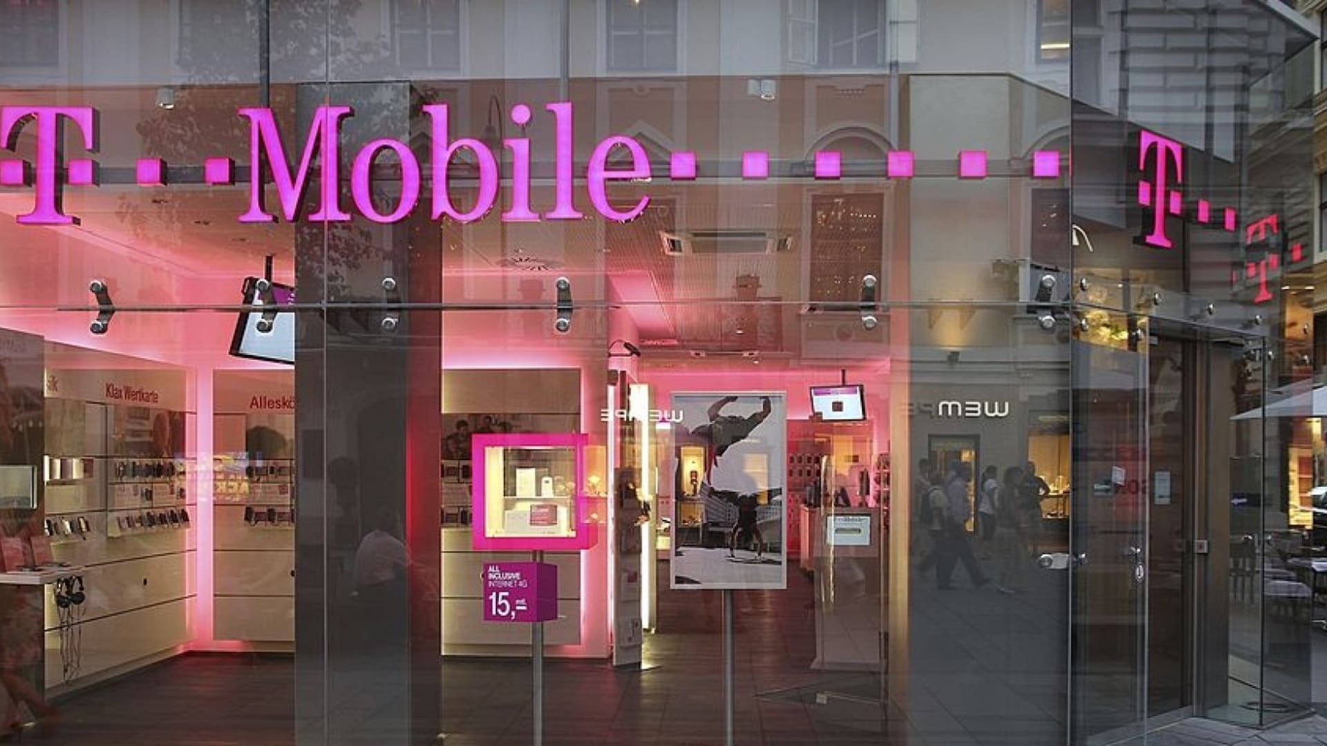T-Mobile Retail Stores Are Downplaying Its Massive Data Breach