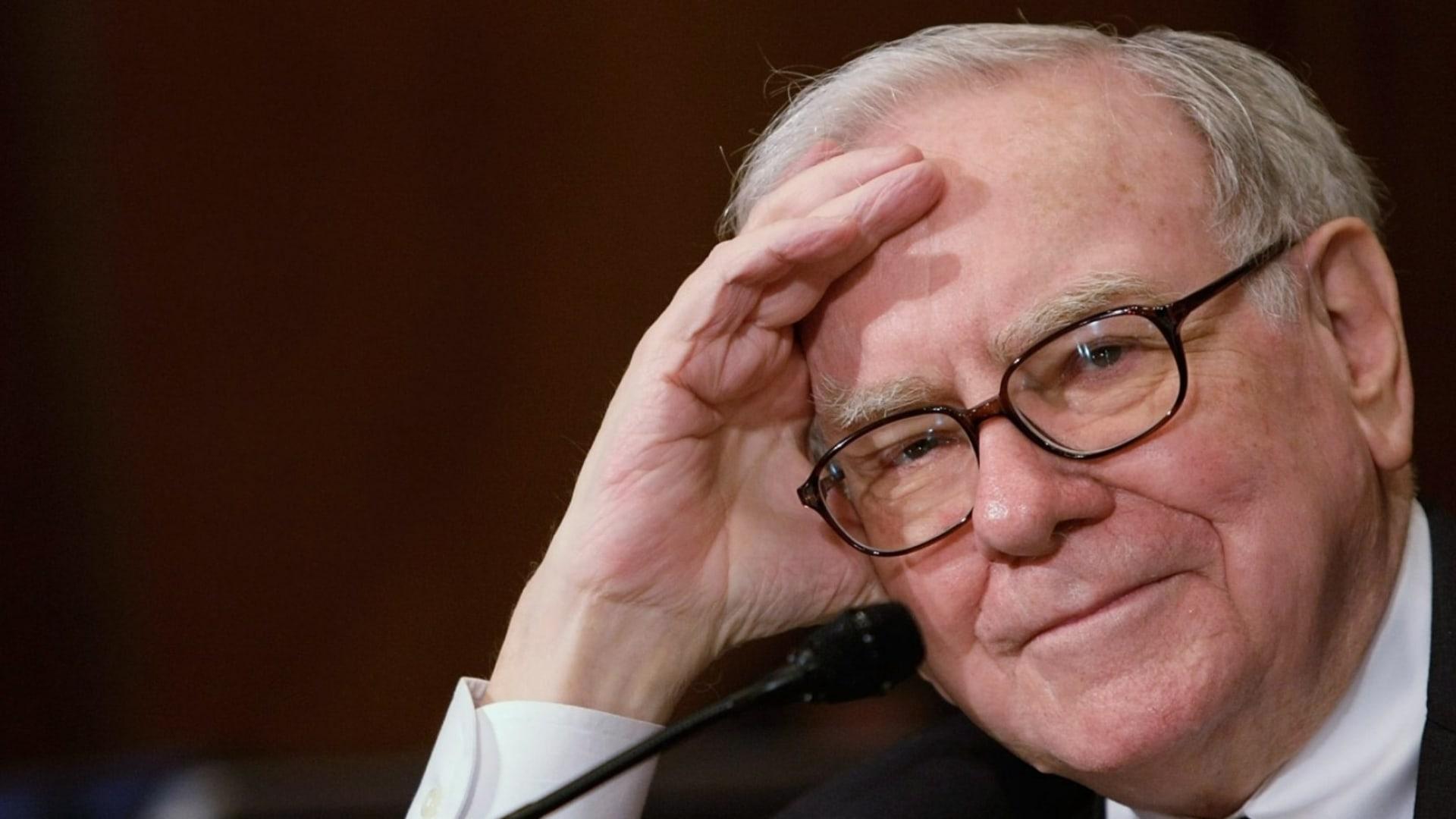 Warren Buffett Says Discounts Are for Dummies