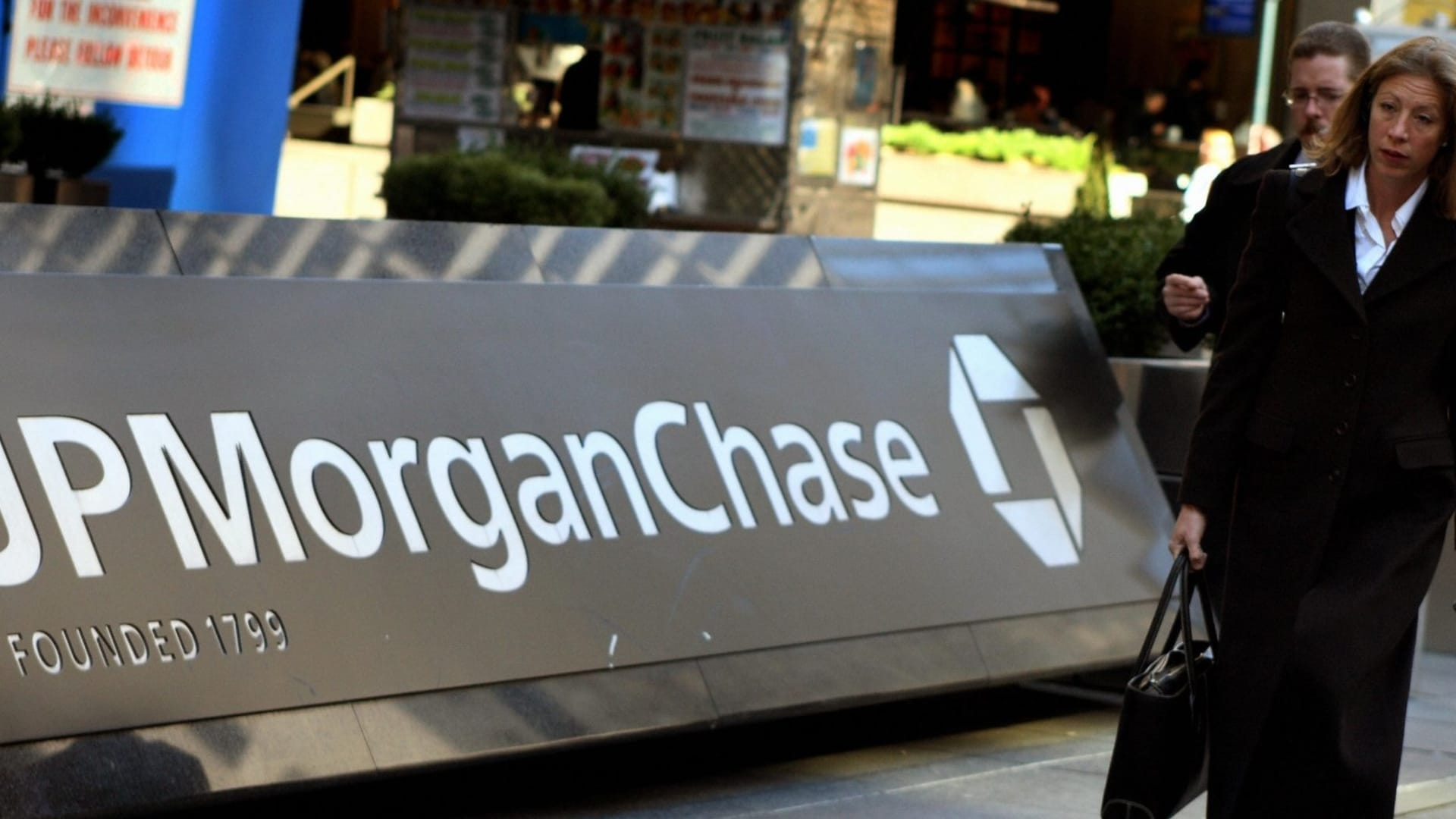 Are You Still Working From Home? JPMorgan Chase Just Made a Big Announcement