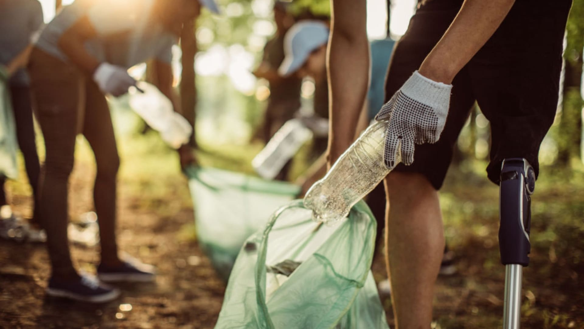 4 Ways to Spread Love and Give Back as an Entrepreneur